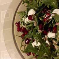 Salát s granátovým jabličkem